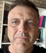 Photo of López